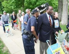 Alan Keyes and abortion protesters arrested at Notre Dame